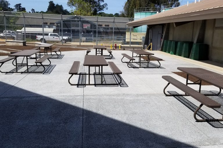 santa-cruz-outdoor-tables